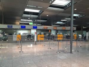 Einsamkeit am Lufthansa Checkin
