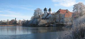 kloster-im-winter-mit-see-kloster-seeon_sieglinde-aiblinger_mailing